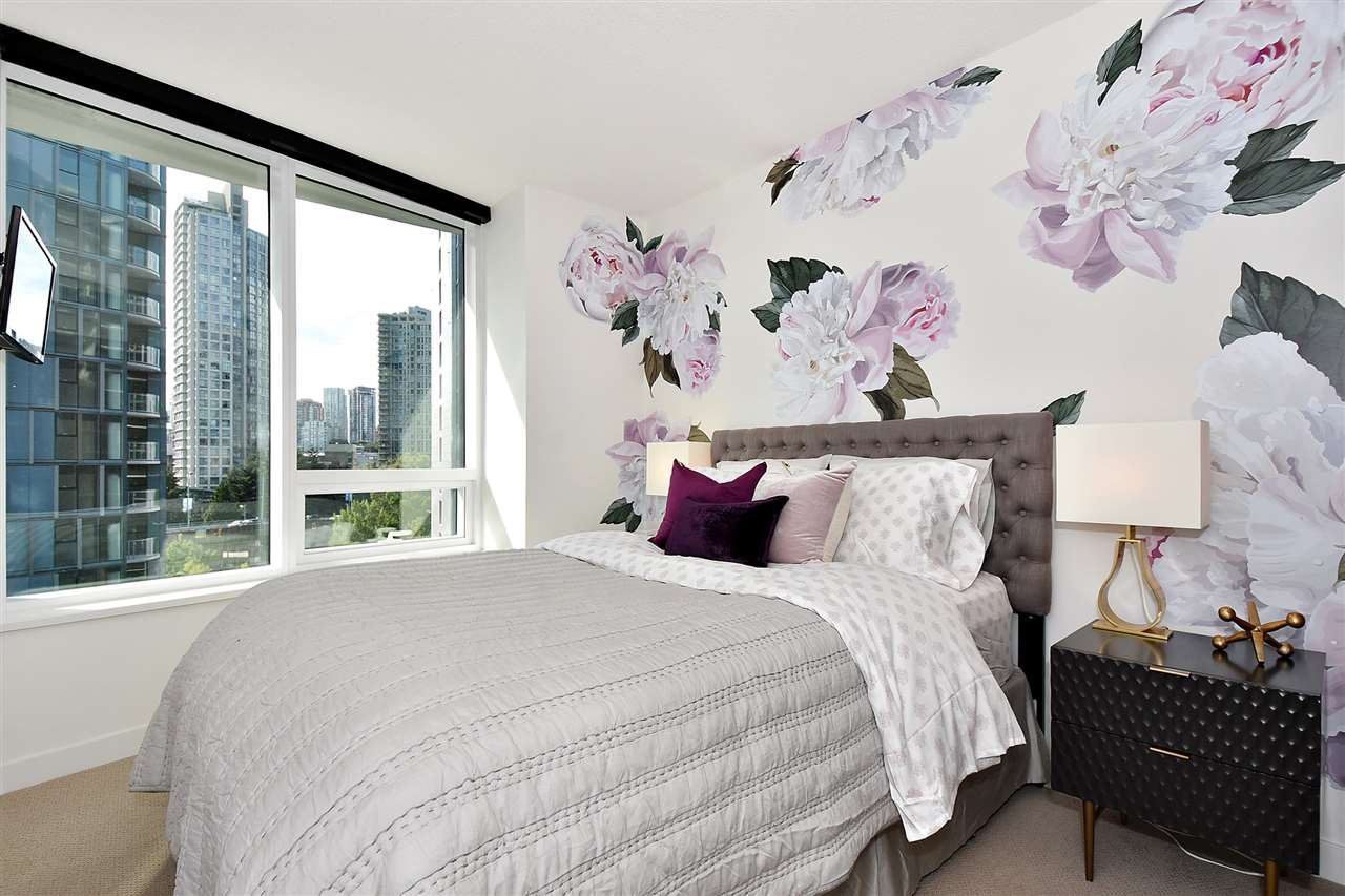 "Main Photo: 710 68 SMITHE Street in Vancouver: Downtown VW Condo for sale in ""ONE PACIFIC"" (Vancouver West)  : MLS®# R2403870"