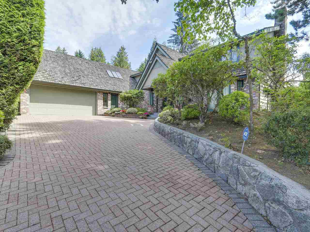 Main Photo: 990 SHERWOOD Lane in West Vancouver: Ambleside House for sale : MLS®# R2412347