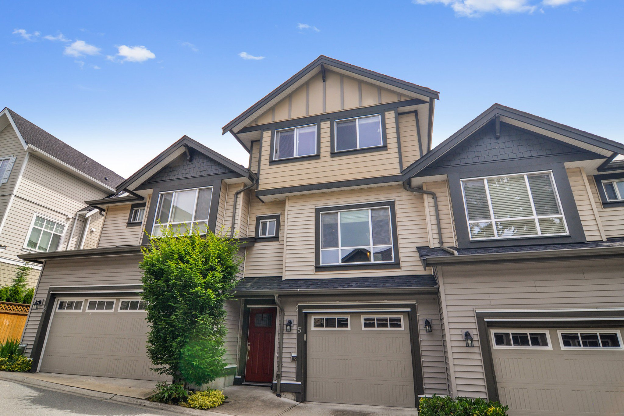 "Main Photo: #5 19938 70 Avenue in Langley: Willoughby Heights Townhouse for sale in ""Summerhill"" : MLS®# R2467793"