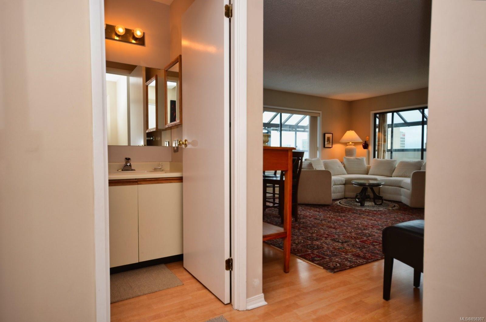 Main Photo: 804 819 Burdett Ave in : Vi Downtown Condo for sale (Victoria)  : MLS®# 858307