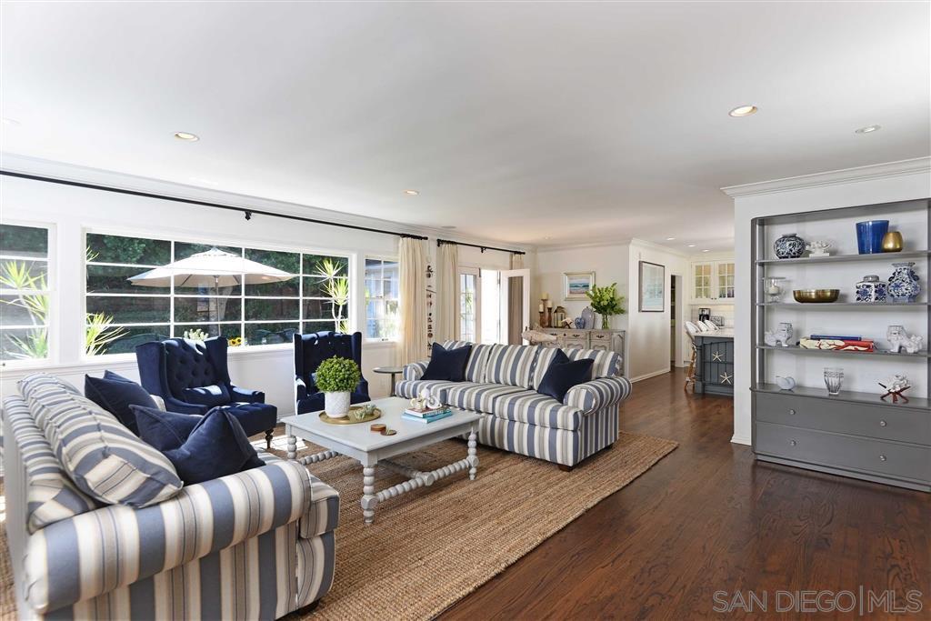 Main Photo: LA JOLLA House for sale : 4 bedrooms : 7865 El Paseo Grande