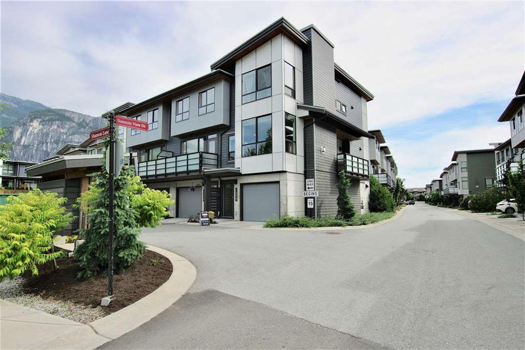 Main Photo: 1210 Shannon Lane in Squamish: Townhouse for sale : MLS®# R2381200