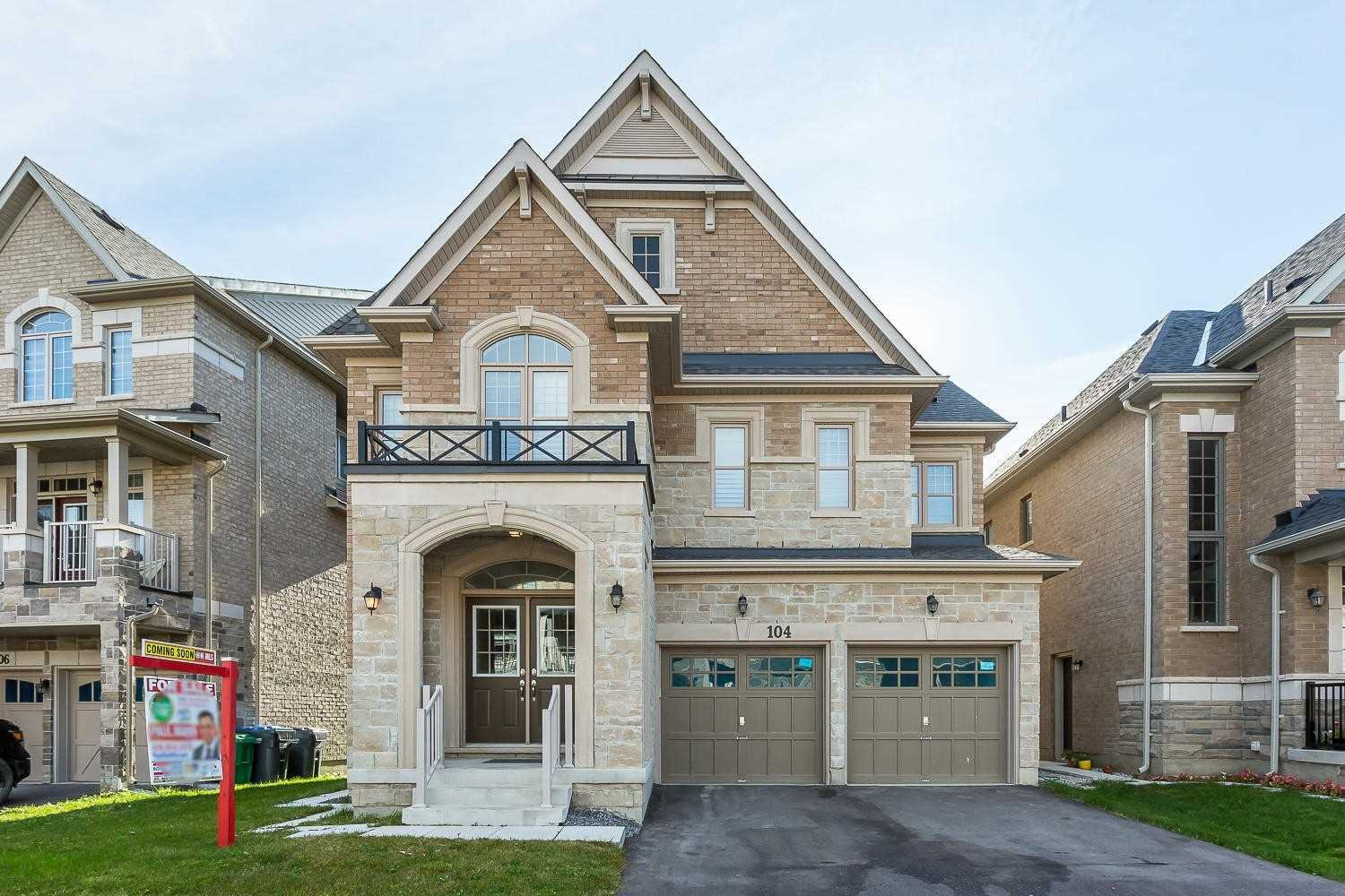 Main Photo: 104 Roulette Crescent in Brampton: Northwest Brampton House (2-Storey) for sale : MLS®# W4623313