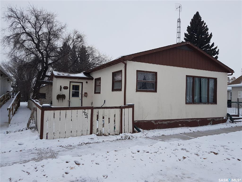 Main Photo: 202 Centre Street in Naicam: Residential for sale : MLS®# SK792408