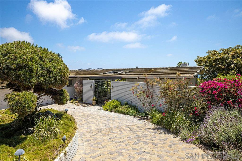 Main Photo: LA JOLLA House for sale : 3 bedrooms : 1455 Cottontail Ln