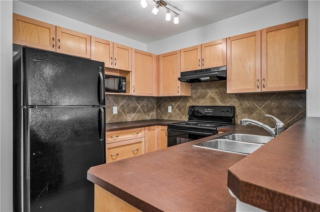 Main Photo: 8108 70 PANAMOUNT Drive NW in Calgary: Panorama Hills Apartment for sale : MLS®# C4299723