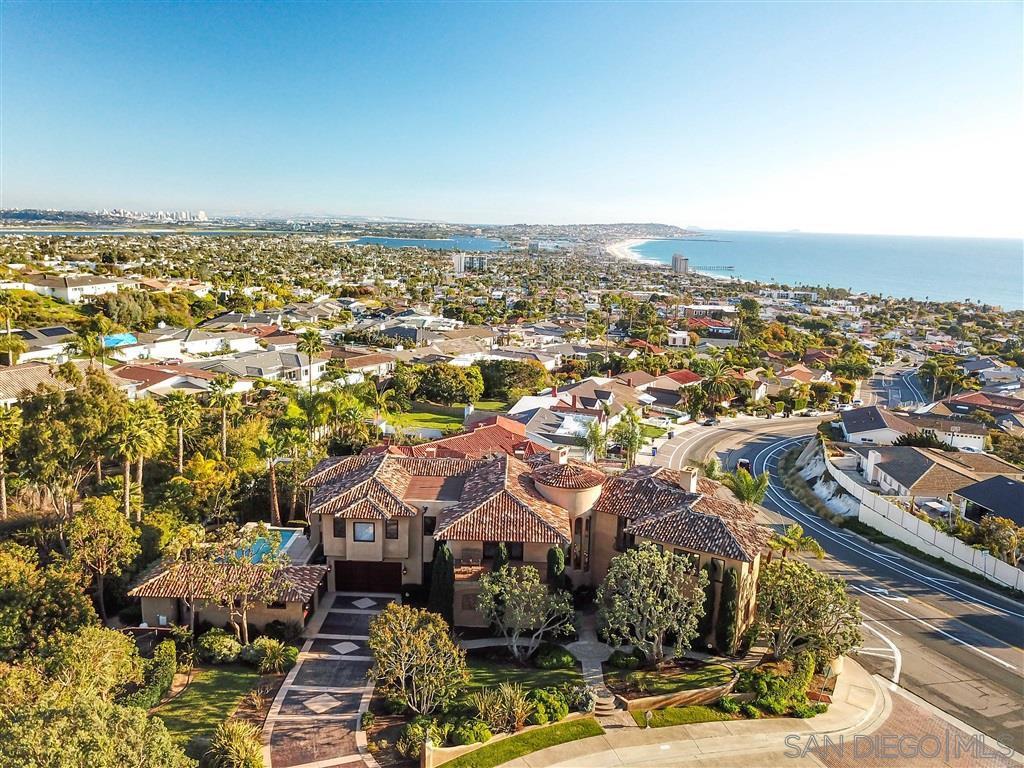 Main Photo: House for sale : 6 bedrooms : 1205 Skylark Drive in La Jolla