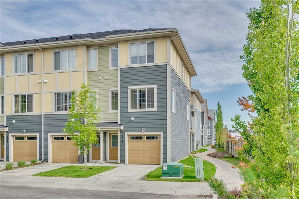 Main Photo: 332 MARQUIS LANE SE in Calgary: Mahogany Row/Townhouse for sale : MLS®# C4281537