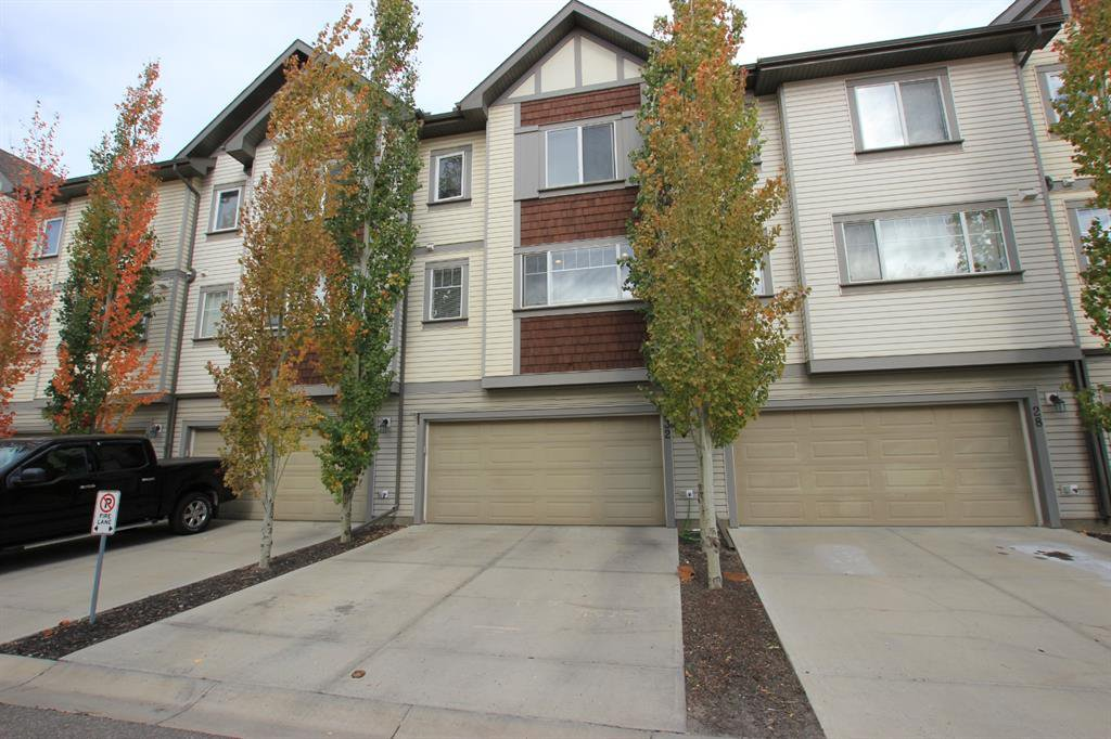 Photo 4: Photos: 32 COPPERPOND Close SE in Calgary: Copperfield Row/Townhouse for sale : MLS®# A1043310