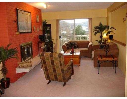 Photo 3: Photos: 2415 ST GEORGE ST in Port Moody: Port Moody Centre House 1/2 Duplex for sale : MLS®# V573182