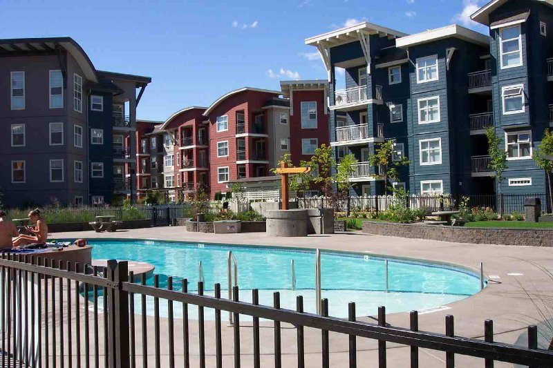 Main Photo: 410 539 Yates Road in Kelowna: Apartment Unit for sale (NG North Glenmore)  : MLS®# 9203037