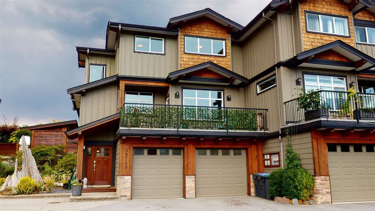 Main Photo: 39749 GOVERNMENT Road in Squamish: Northyards House 1/2 Duplex for sale : MLS®# R2494872