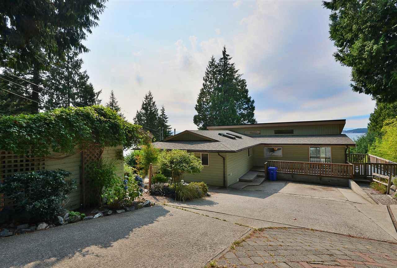Main Photo: 4957 SUNSHINE COAST HIGHWAY in Sechelt: Sechelt District House for sale (Sunshine Coast)  : MLS®# R2496030