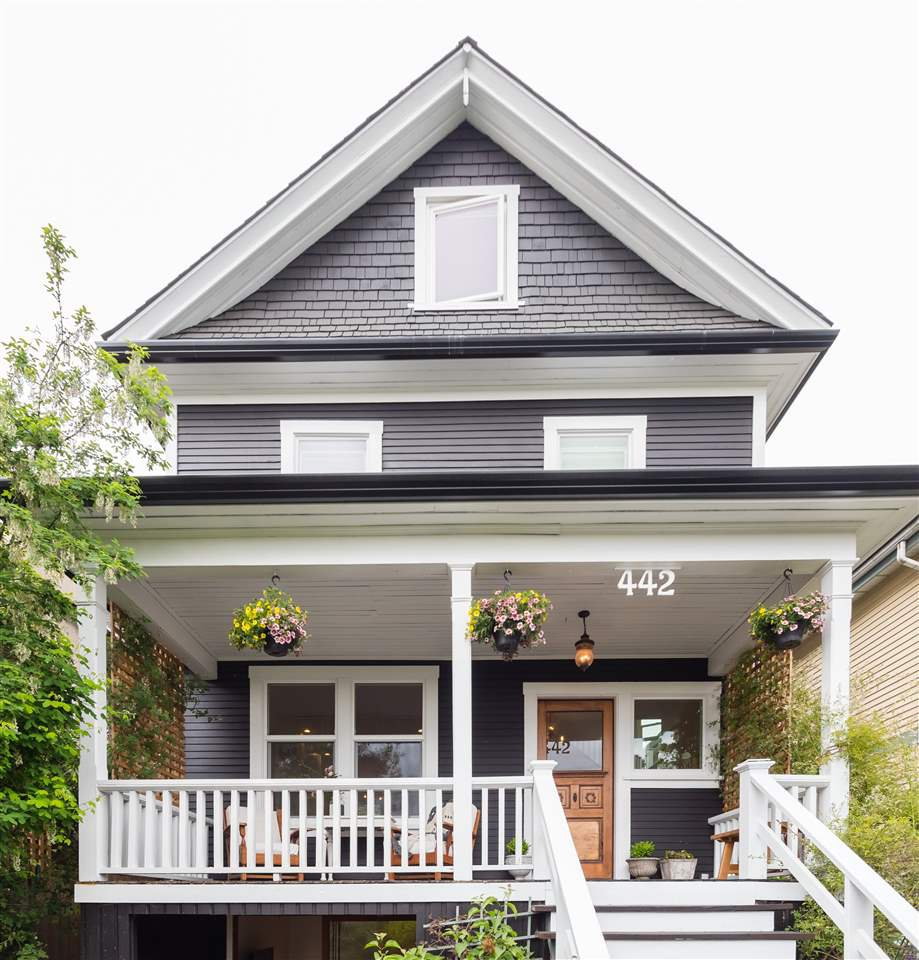 Main Photo: 442 E 2ND Street in North Vancouver: Lower Lonsdale House for sale : MLS®# R2499672