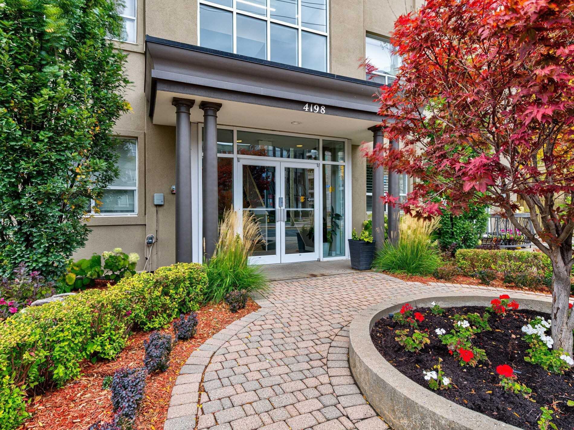 Main Photo: 306 4198 W Dundas Street in Toronto: Edenbridge-Humber Valley Condo for sale (Toronto W08)  : MLS®# W4951061