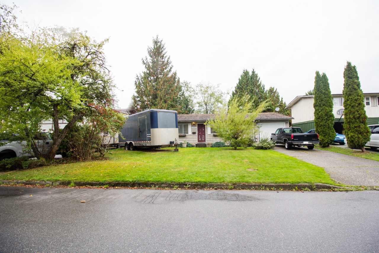 Main Photo: 11901 GEE STREET in Maple Ridge: House for sale : MLS®# R2208295