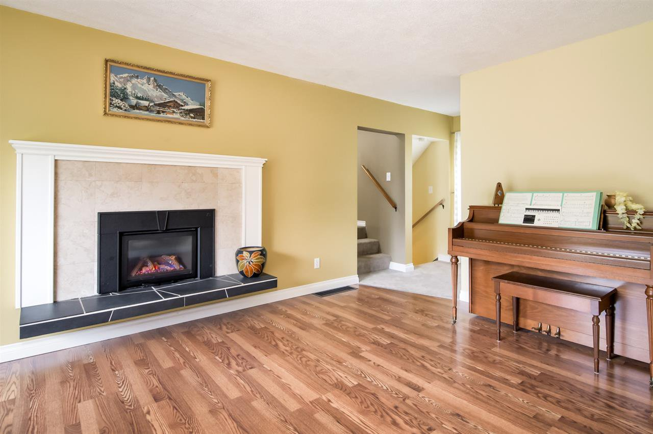 Photo 8: Photos: 25813 96 Avenue in Maple Ridge: Thornhill MR House for sale : MLS®# R2397943