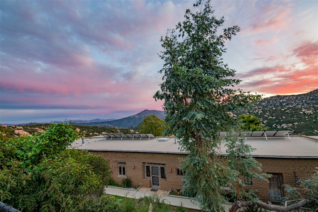 Main Photo: JAMUL House for sale : 4 bedrooms : 21080 Deerhorn Oak
