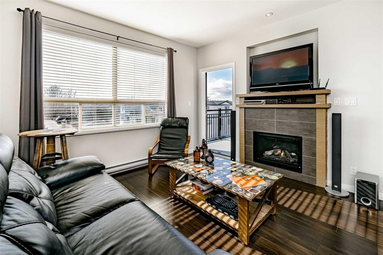 "Photo 3: Photos: 308 288 HAMPTON Street in New Westminster: Queensborough Condo for sale in ""VIA"" : MLS®# R2447890"