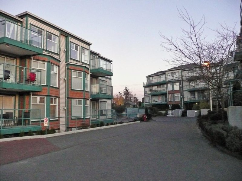 Main Photo: 894 Vernon Ave in Victoria: Residential for sale (205)  : MLS®# 270846