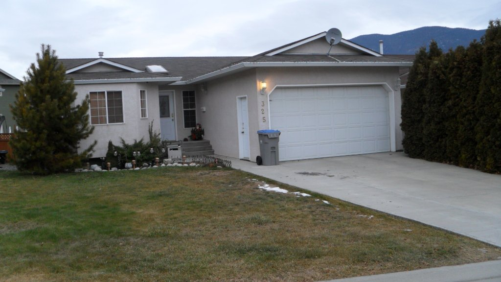 Main Photo: 325 Coyote Drive in Kamloops: House for sale : MLS®# 107088