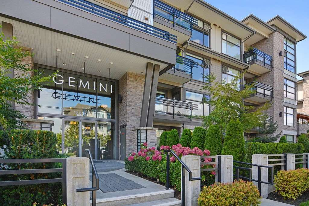 Main Photo: 301 15336 17A AVENUE in Surrey: King George Corridor Condo for sale (South Surrey White Rock)  : MLS®# R2386541