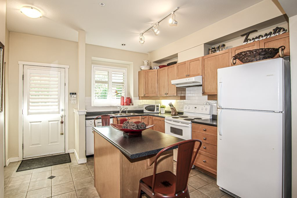 Photo 3: Photos: 233 600 PARK CRESCENT in New Westminster: GlenBrooke North Townhouse for sale : MLS®# R2401803