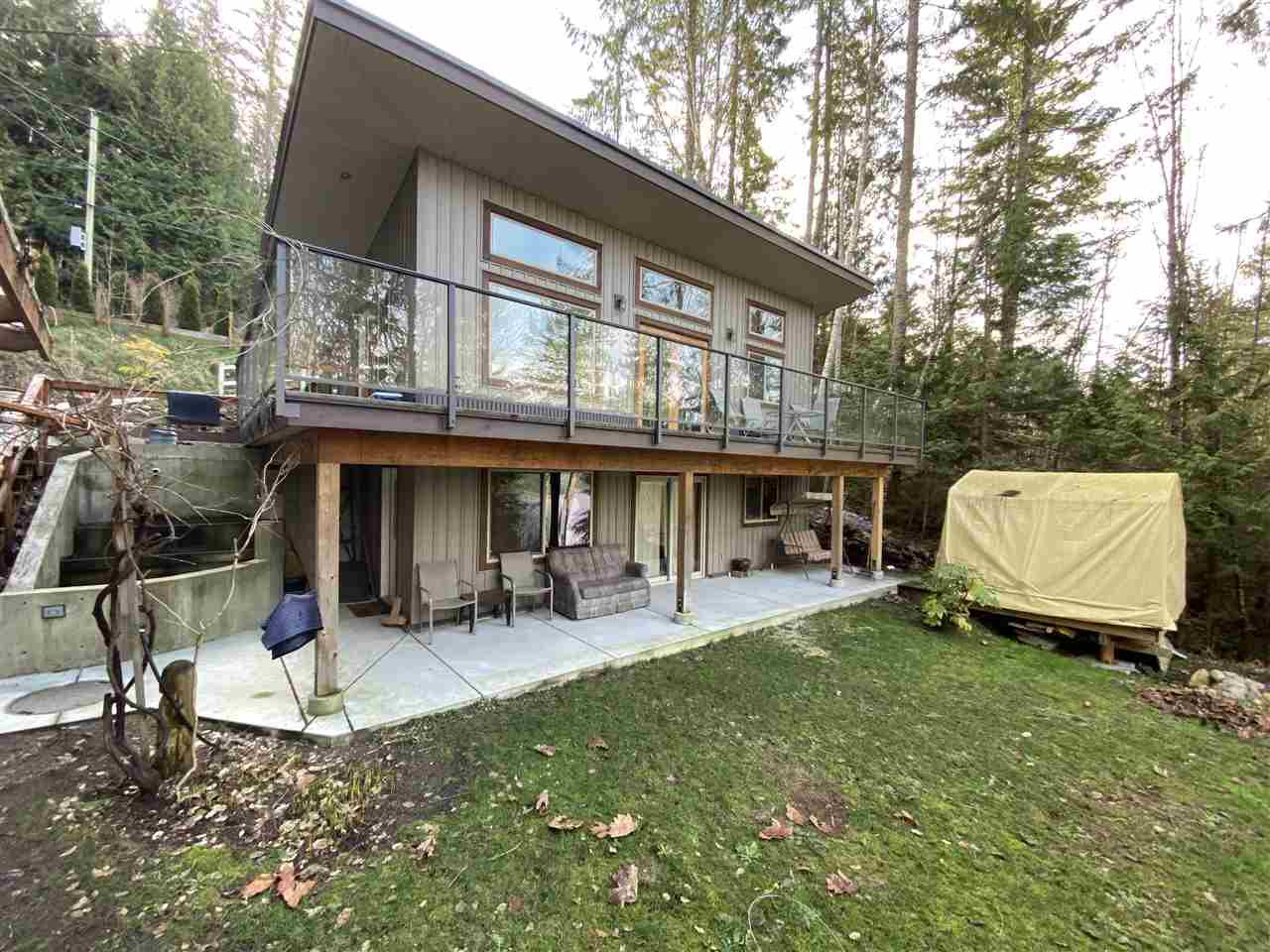 Main Photo: 5876 SANDY HOOK Road in Sechelt: Sechelt District House for sale (Sunshine Coast)  : MLS®# R2440008