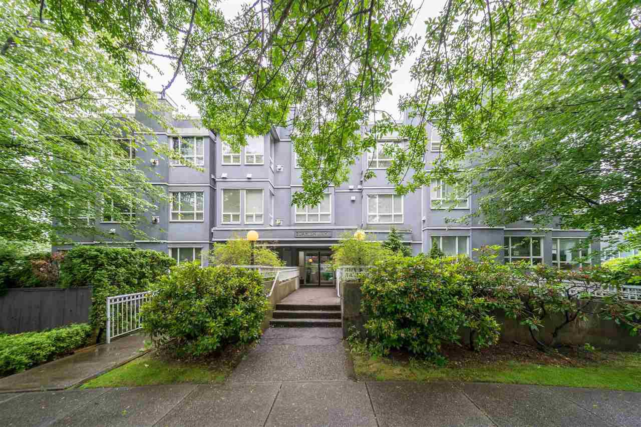"Main Photo: 407 3 N GARDEN Drive in Vancouver: Hastings Condo for sale in ""GARDEN COURT"" (Vancouver East)  : MLS®# R2465830"