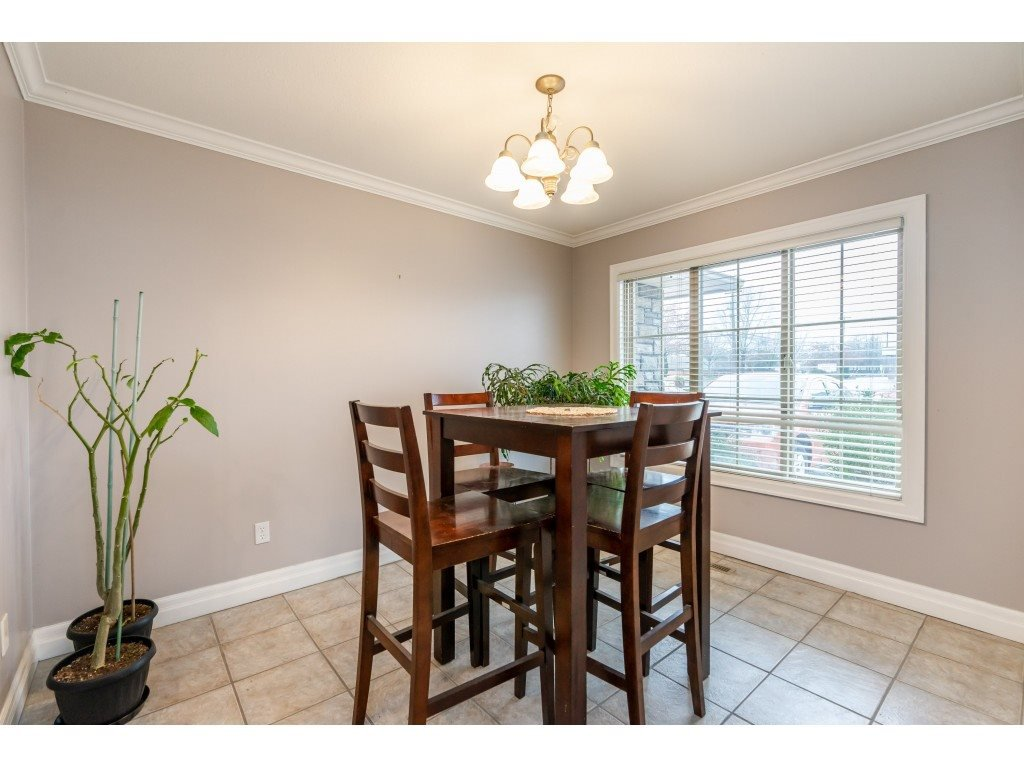 """Photo 3: Photos: 2 6450 BLACKWOOD Lane in Sardis: Sardis West Vedder Rd Townhouse for sale in """"The Maples"""" : MLS®# R2431789"""