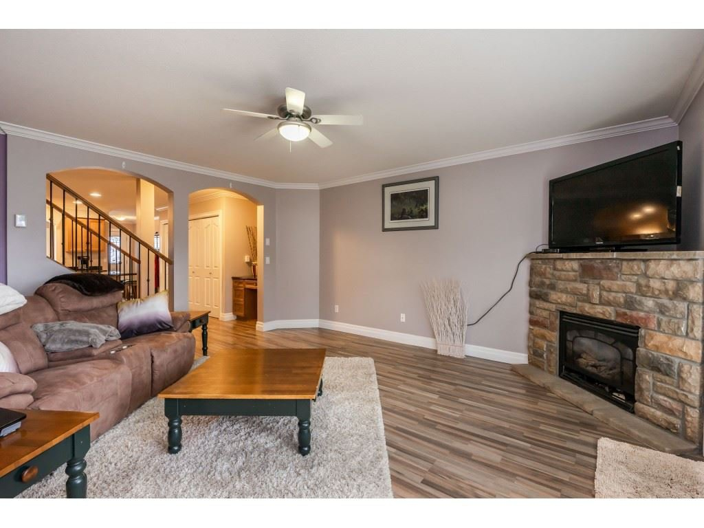 """Photo 8: Photos: 2 6450 BLACKWOOD Lane in Sardis: Sardis West Vedder Rd Townhouse for sale in """"The Maples"""" : MLS®# R2431789"""