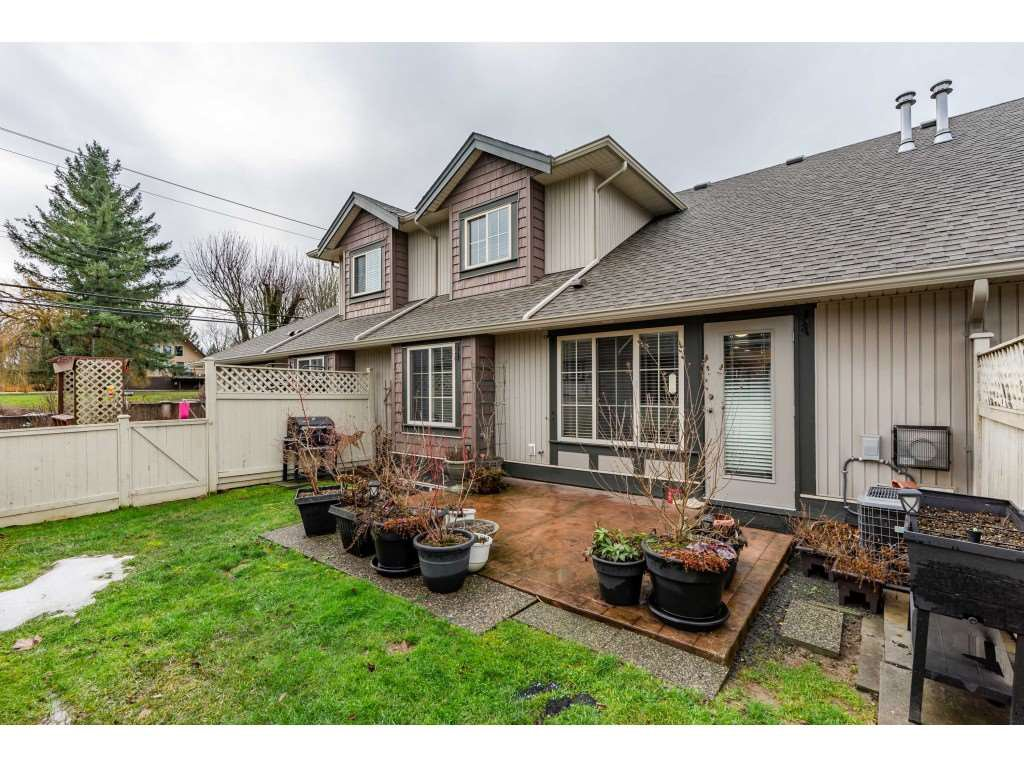 """Photo 2: Photos: 2 6450 BLACKWOOD Lane in Sardis: Sardis West Vedder Rd Townhouse for sale in """"The Maples"""" : MLS®# R2431789"""