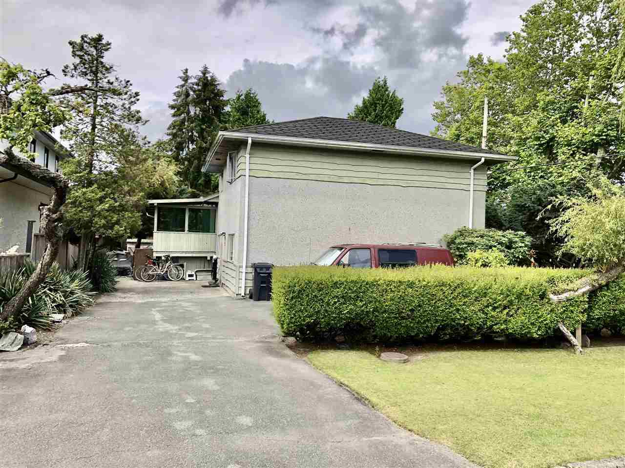 Main Photo: 8211 ELSMORE Road in Richmond: Seafair House for sale : MLS®# R2474586