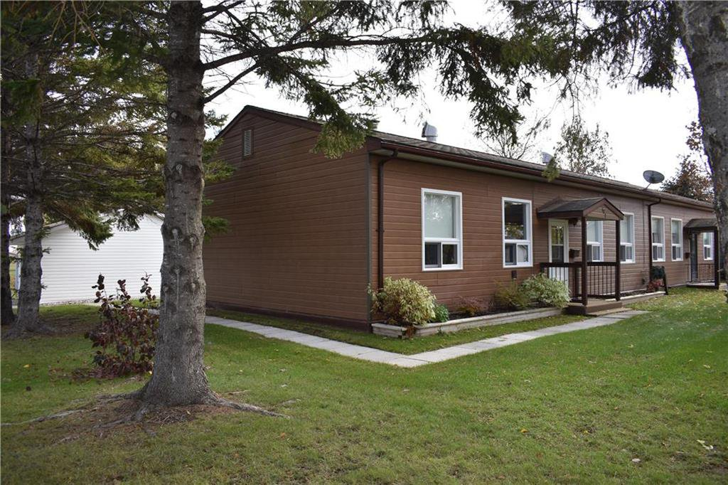 Main Photo: 132 MAPLE Street in Gimli: Aspen Park Condominium for sale (R26)  : MLS®# 1929370
