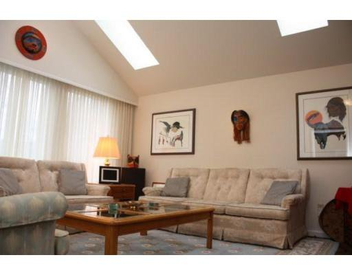 Photo 3: Photos: 3058 West 12th Avenue in Vancouver: Multifamily for sale (kits)  : MLS®# V921038