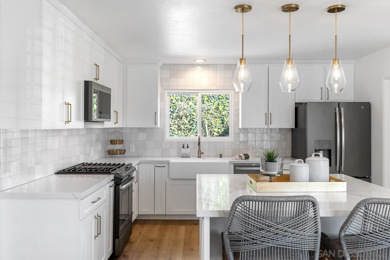 Main Photo: LA MESA House for sale : 5 bedrooms : 7956 Lava Ct