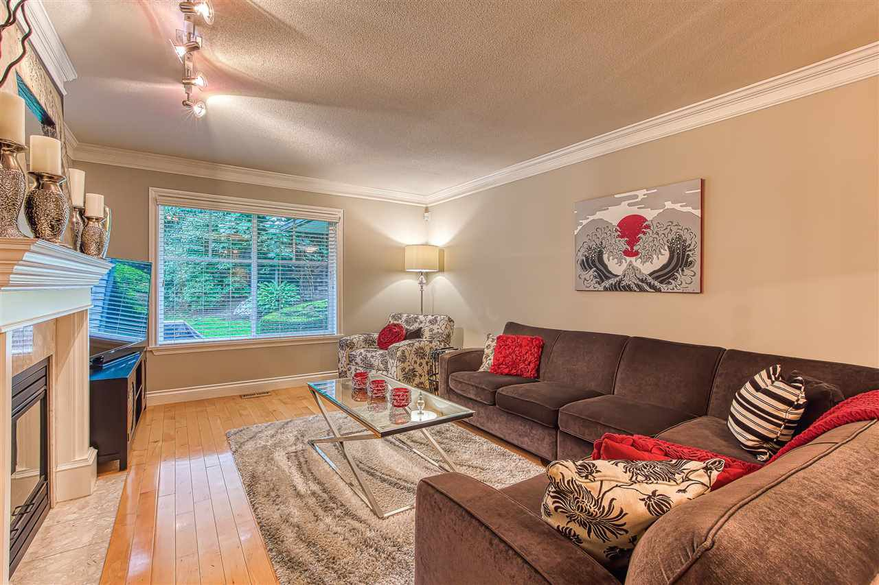 """Photo 5: Photos: 2 10505 171 Street in Surrey: Fraser Heights Townhouse for sale in """"NEWFIELD ESTATES"""" (North Surrey)  : MLS®# R2402573"""
