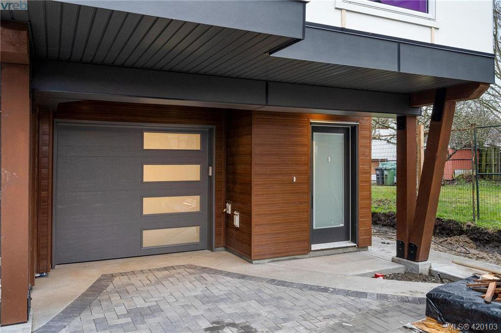 Main Photo: 4 2816 Shelbourne Street in VICTORIA: Vi Jubilee Row/Townhouse for sale (Victoria)  : MLS®# 420103