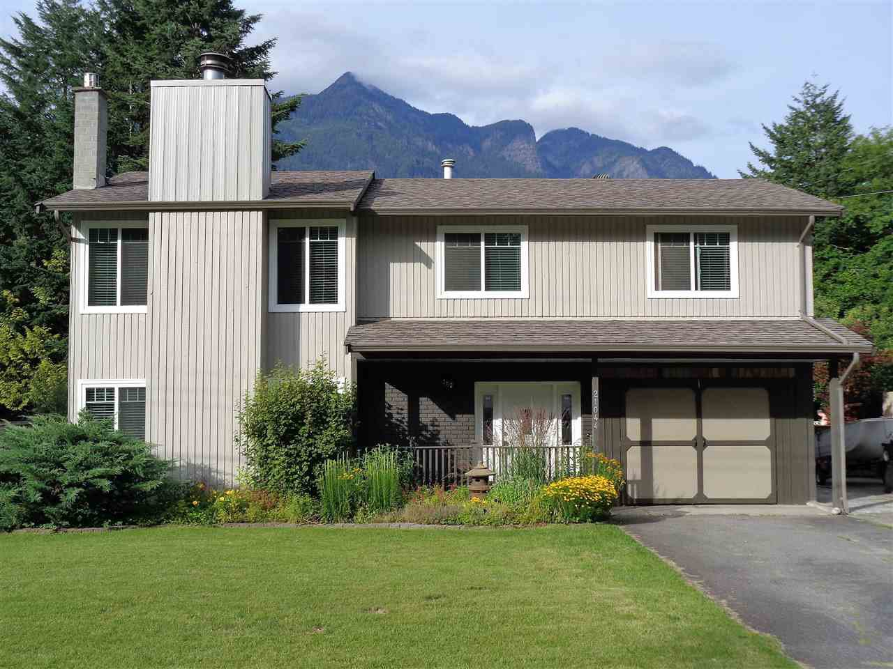 Main Photo: 21044 RIVERVIEW Drive in Hope: Hope Kawkawa Lake House for sale : MLS®# R2474466
