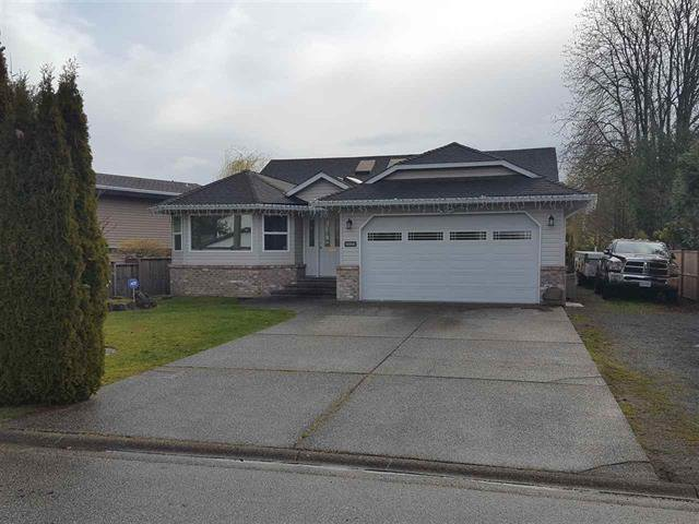 Main Photo: 6066 171A Street in Cloverdale: Cloverdale BC House for sale : MLS®# R2449033