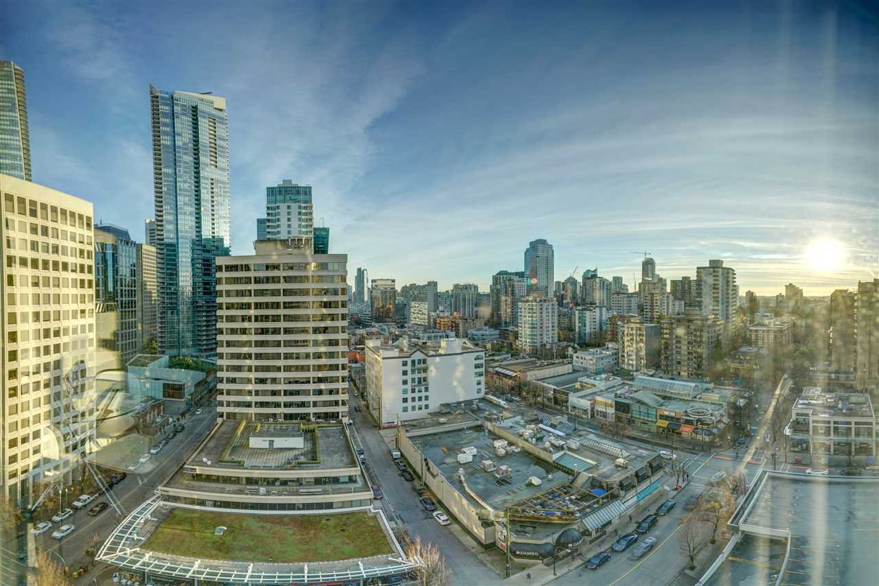 """Main Photo: 1701 1200 ALBERNI Street in Vancouver: West End VW Condo for sale in """"PALISADES"""" (Vancouver West)  : MLS®# R2527987"""
