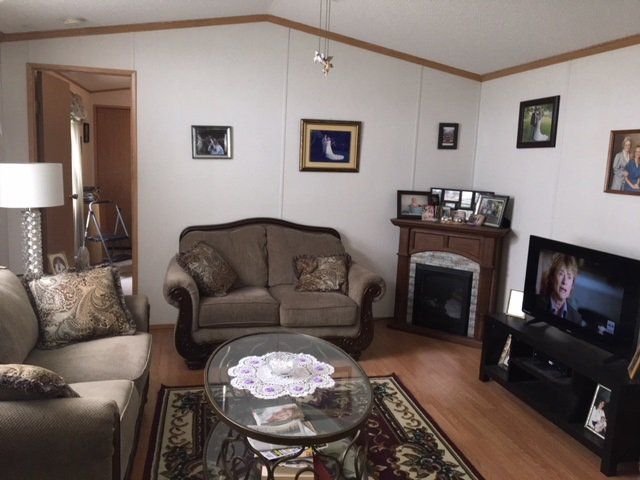 """Photo 6: Photos: 33 602 ELM Street in Quesnel: Red Bluff/Dragon Lake Manufactured Home for sale in """"LOMAR MANUFACTURED HOME PARK"""" (Quesnel (Zone 28))  : MLS®# R2415662"""