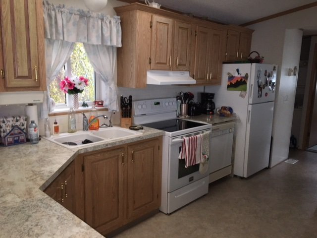 """Photo 3: Photos: 33 602 ELM Street in Quesnel: Red Bluff/Dragon Lake Manufactured Home for sale in """"LOMAR MANUFACTURED HOME PARK"""" (Quesnel (Zone 28))  : MLS®# R2415662"""