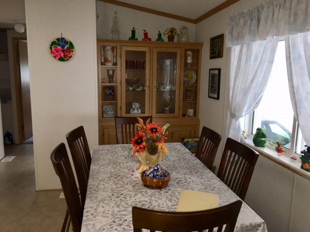"""Photo 5: Photos: 33 602 ELM Street in Quesnel: Red Bluff/Dragon Lake Manufactured Home for sale in """"LOMAR MANUFACTURED HOME PARK"""" (Quesnel (Zone 28))  : MLS®# R2415662"""