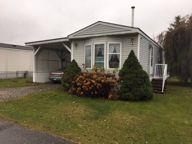 """Photo 1: Photos: 33 602 ELM Street in Quesnel: Red Bluff/Dragon Lake Manufactured Home for sale in """"LOMAR MANUFACTURED HOME PARK"""" (Quesnel (Zone 28))  : MLS®# R2415662"""