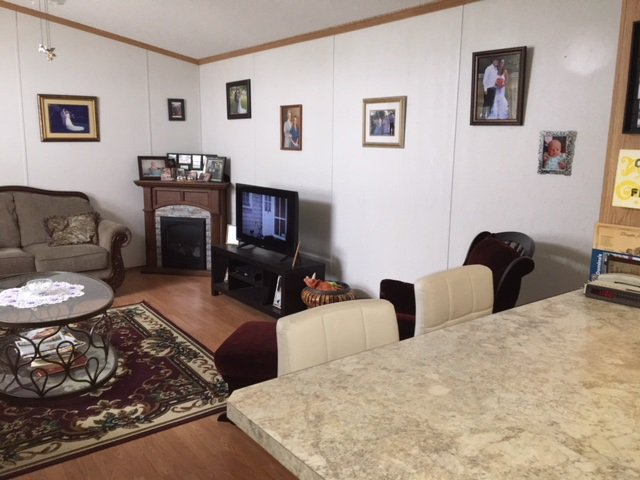 """Photo 7: Photos: 33 602 ELM Street in Quesnel: Red Bluff/Dragon Lake Manufactured Home for sale in """"LOMAR MANUFACTURED HOME PARK"""" (Quesnel (Zone 28))  : MLS®# R2415662"""