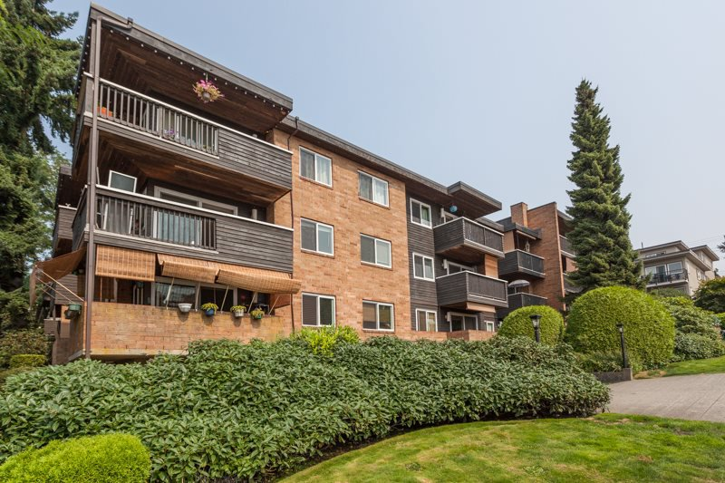 "Main Photo: 205 1011 FOURTH Avenue in New Westminster: Uptown NW Condo for sale in ""CRESTWELL MANOR"" : MLS®# R2436039"