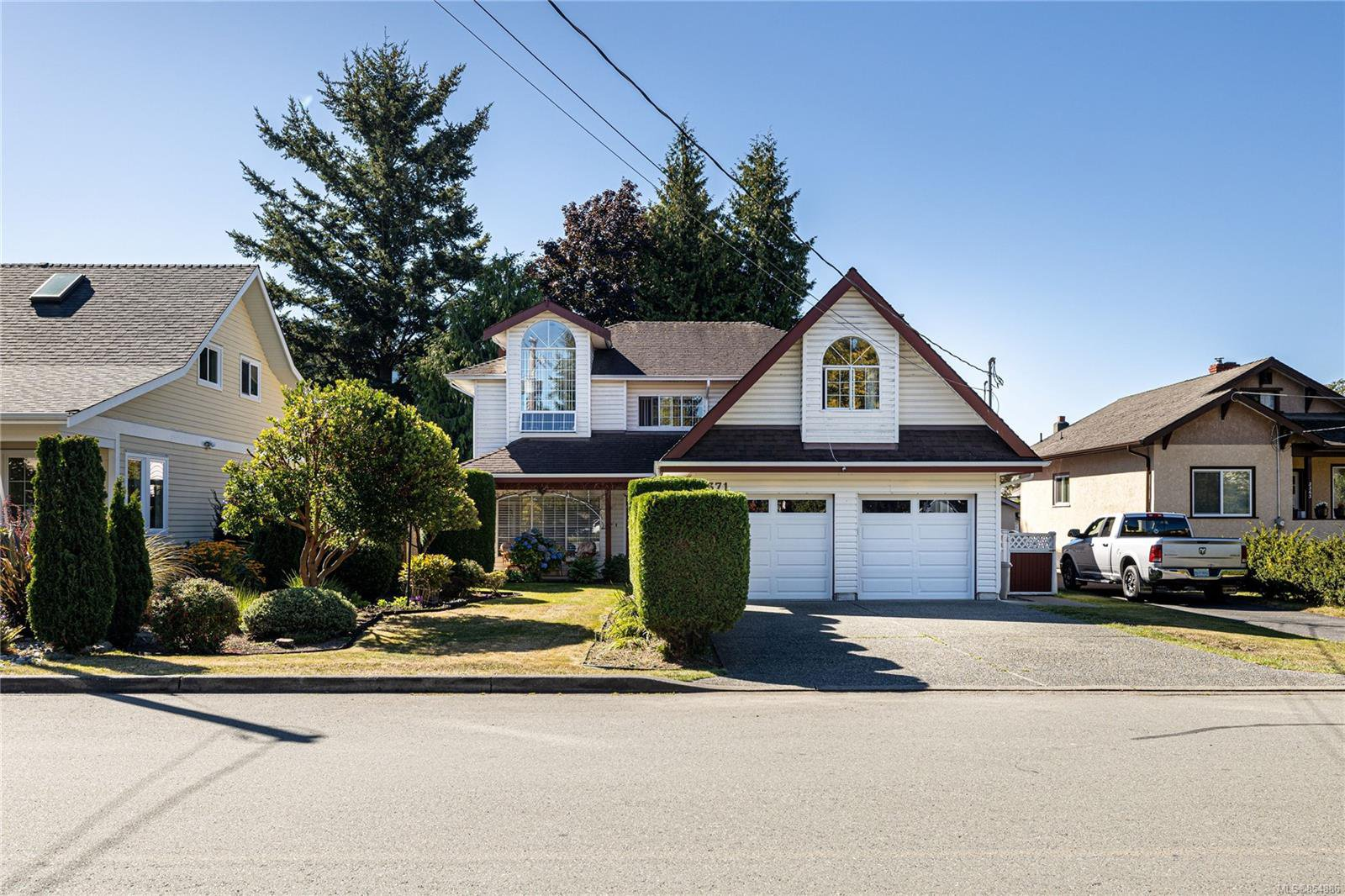 Main Photo: 2371 Brethour Ave in : Si Sidney North-East House for sale (Sidney)  : MLS®# 854886