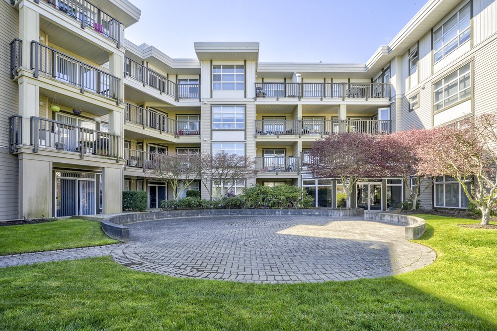 Main Photo: 212 15168 19 AVENUE in THE MINT: Sunnyside Park Surrey Home for sale ()  : MLS®# R2353229