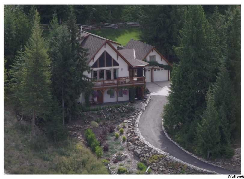 Main Photo: 3328 Roncastle Road in Blind Bay: McArthur Heights Residential Detached for sale : MLS®# 10024549